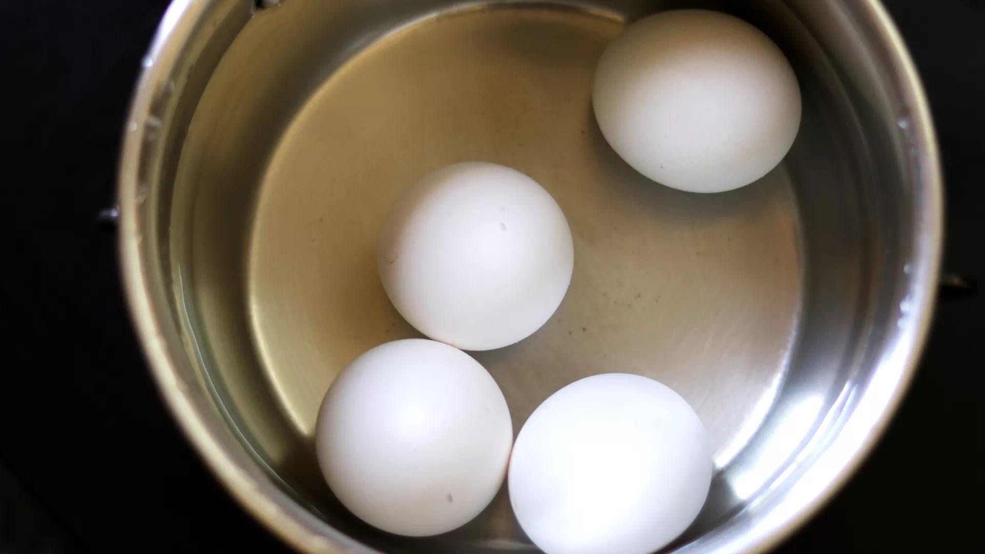 Boiled Eggs For Pakora