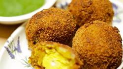 Egg Yolk Pakora Recipe With Green Cutney